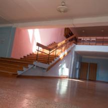 Лестница к актовому залу и библиотеке