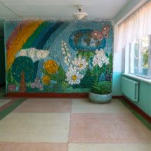 Стена у кабинета географии