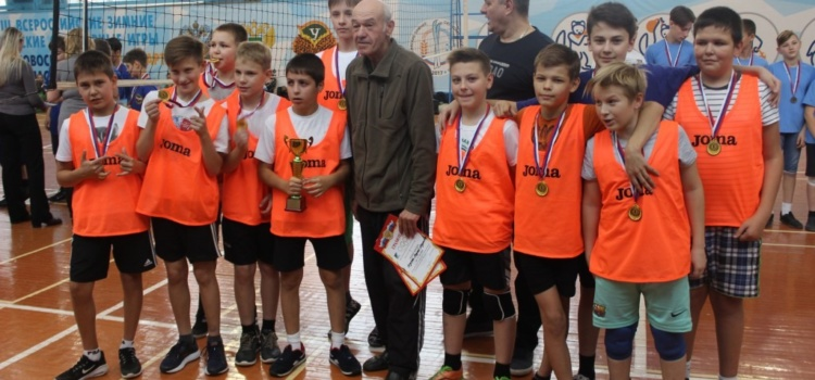 Наша команда выиграла первенство учащихся школ города по пионерболу!