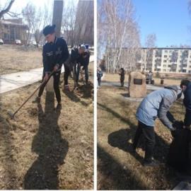Учащиеся 8-11 классов провели уборку территории в парке, у Закладного Камня в память о героях Чернобыля.