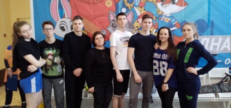 Учащиеся 11 и 9 класса МБОУ СОШ № 5 приняли участие в муниципальном этапе Всероссийского физкультурно-спортивного комплекса «Готов к труду и обороне»